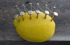 Jak rozdělat oheň jen za pomocí citronu?