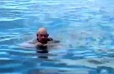 Jednoduchý trik, který vám zachrání život před utopením!