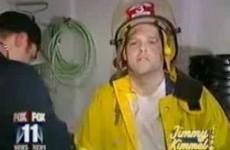 Když hoří tráva. Tenhle hasič asi neměl dýchat moc zhluboka