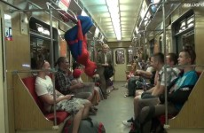 Spiderman byl spatřen na veřejnosti jak škodí lidem