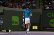 Tenista Novak Djokovic chytil neuvěřitelně míček do kapsy  – Miami Open 2016